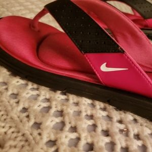 NWOT💞NIKE WOMAN'S COMFORT FOOTBED THONG SANDALS